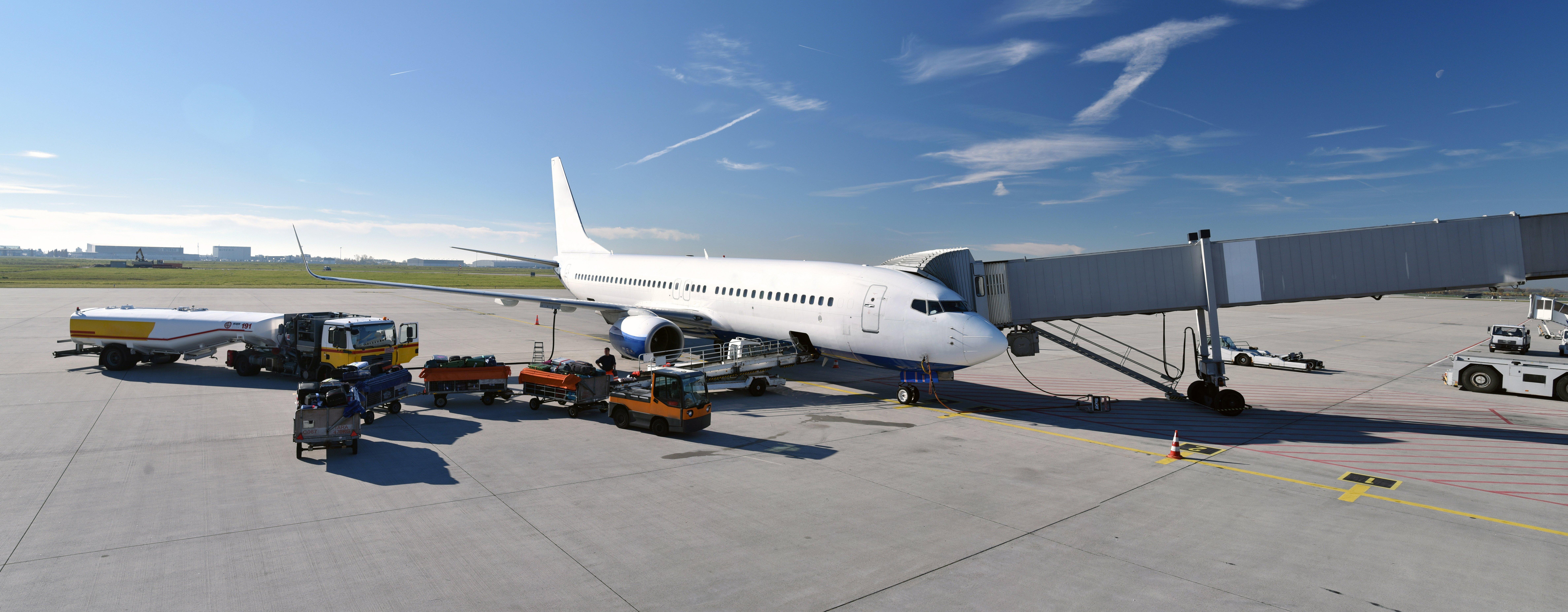 Airplane refueling | Wiers