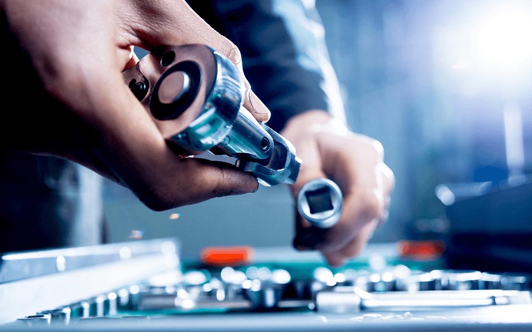 Mechanic getting tools | Wiers Fleet Partners